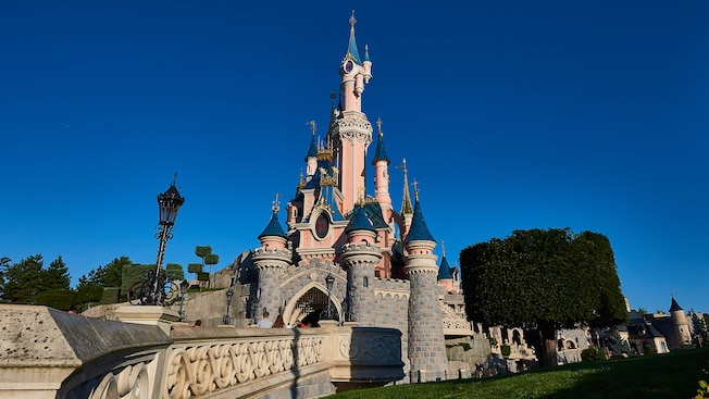 sleeping beauty castle disneyland paris attractions. Black Bedroom Furniture Sets. Home Design Ideas