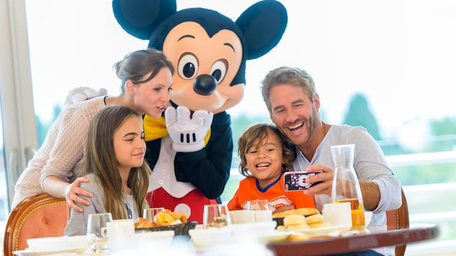 reservation anniversaire cafe mickey