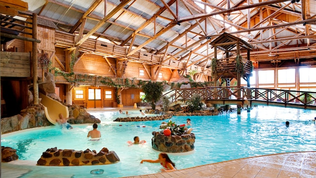 Piscine du disney 39 s davy crockett ranch disneyland paris for Piscine hotel paris